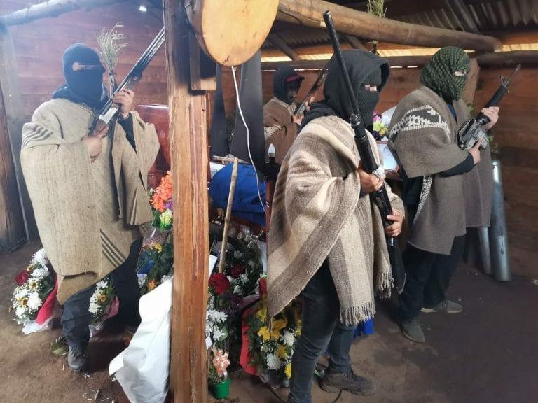 Velatorio de Pablo Marchant se realiza con custodia de grupo portando armas de guerra
