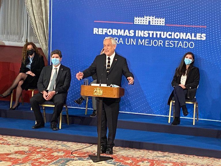 Presidente Piñera compromete ayuda para 10 familias afganas que buscan salir de su país