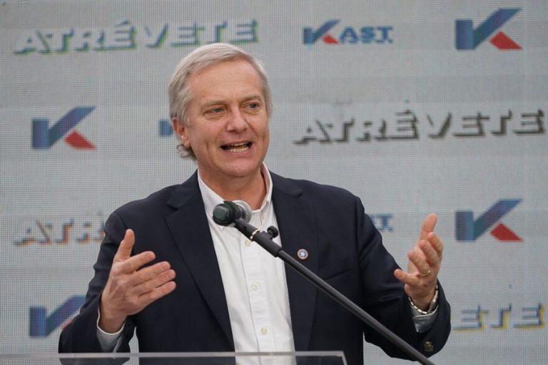 """Kast espera """"que los candidatos presidenciales que han firmado un proyecto de ley que indulta a vándalos y delincuentes, retiren su firma"""""""
