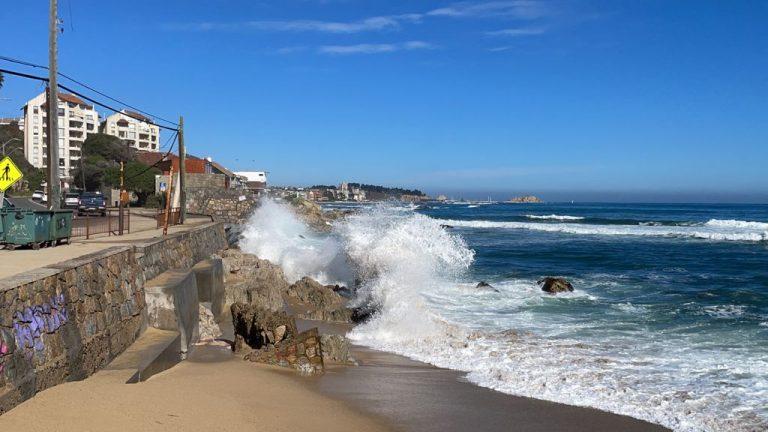 Cambio climático: Fuertes marejadas se hacen sentir en la costa de Coquimbo hasta Los Ríos