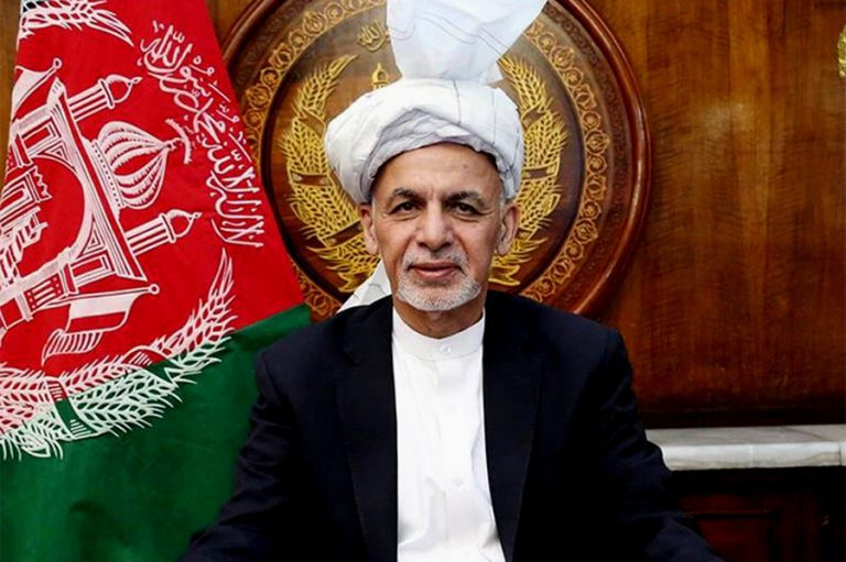 Afganistan: Presidente Ashraf Ghani huye del país a Tayikistán
