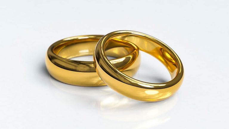 Más de 1.000 matrimonios de la región de Valparaíso pueden solicitar Bono Bodas de oro