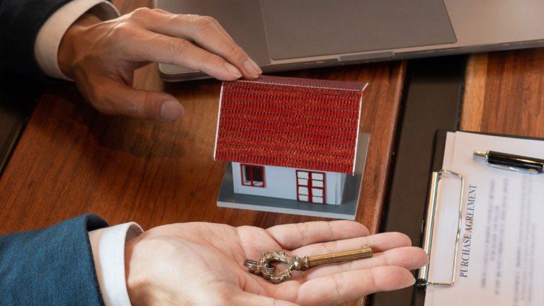 Cómo emprender tu propio negocio y convertirte en agente inmobiliario en tan solo una semana