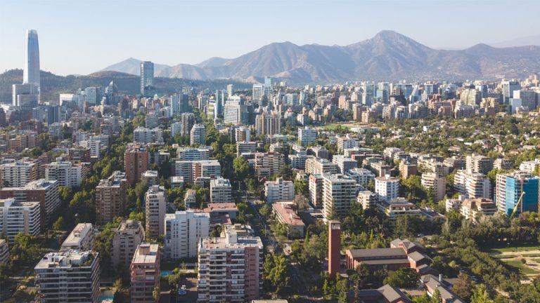 Chile o Estados Unidos, ¿dónde es mejor invertir?