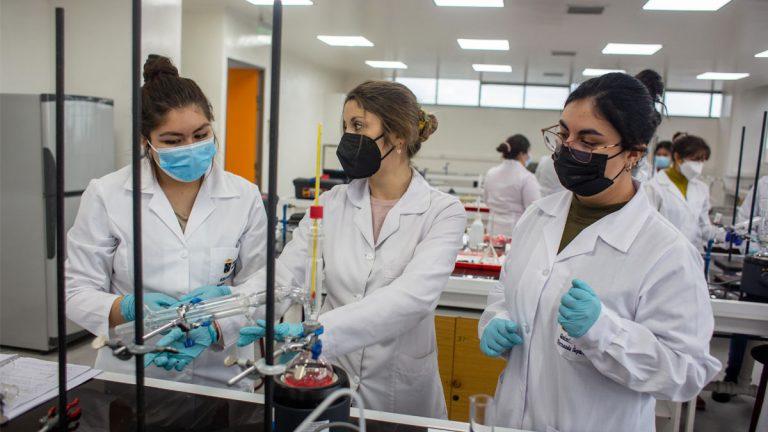 Estudiantes retoman las clases presenciales en la Universidad de Valparaíso