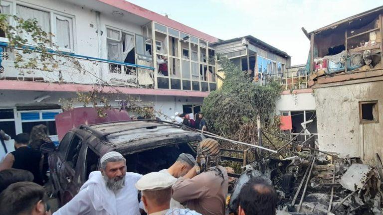 Afganistán: EEUU bombardea vehículo de presuntos extremistas en Kabul y denuncian muerte de 4 niños