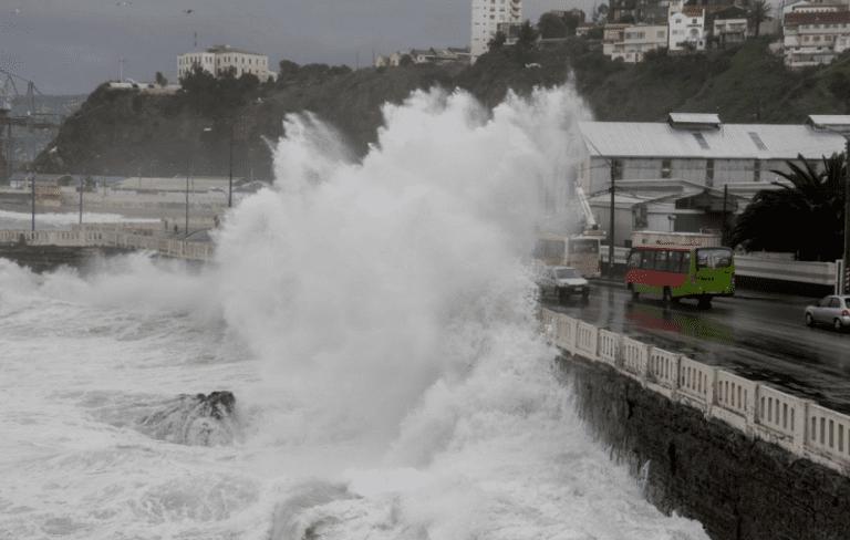Armada alerta por marejadas desde el Golfo de Penas hasta Arica y Archipiélago Juan Fernández