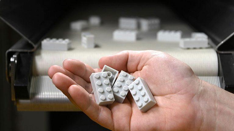 Lego crea su primer ladrillo con plástico reciclado