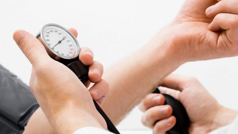 Médico llama a enfermos crónicos a no descuidarse ante el desconfinamiento y mantenerse controlados con telemonitoreo