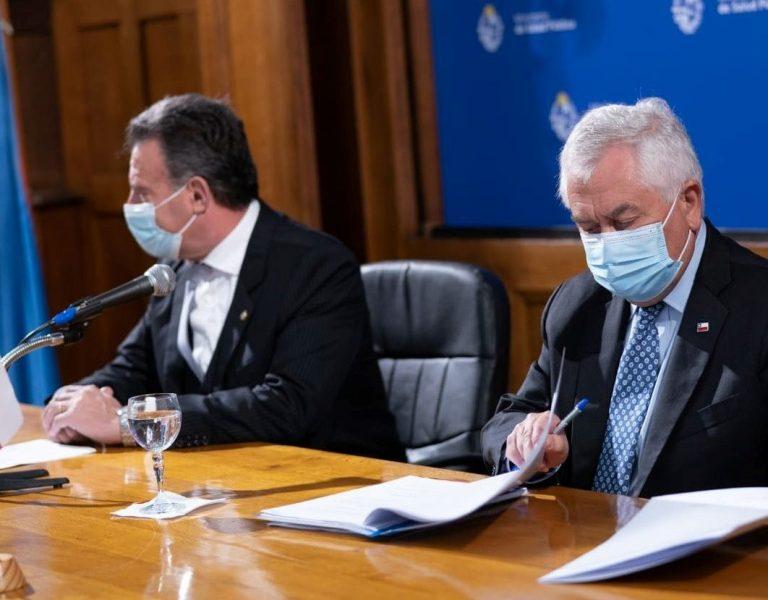 """Ministro de Salud adelanta desde Uruguay que planta de Sinovac en Chile """"exportará a toda Latinoamérica"""""""