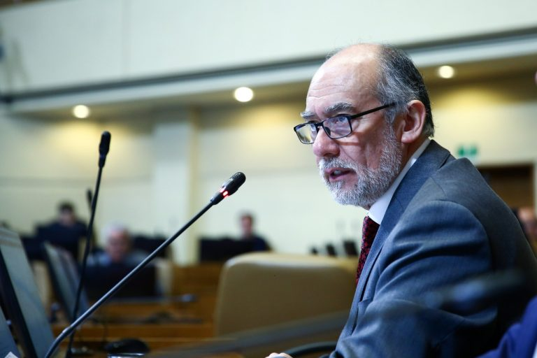 Diputado Flores presenta proyecto para frenar pérdidas en fondos D y E de las AFP