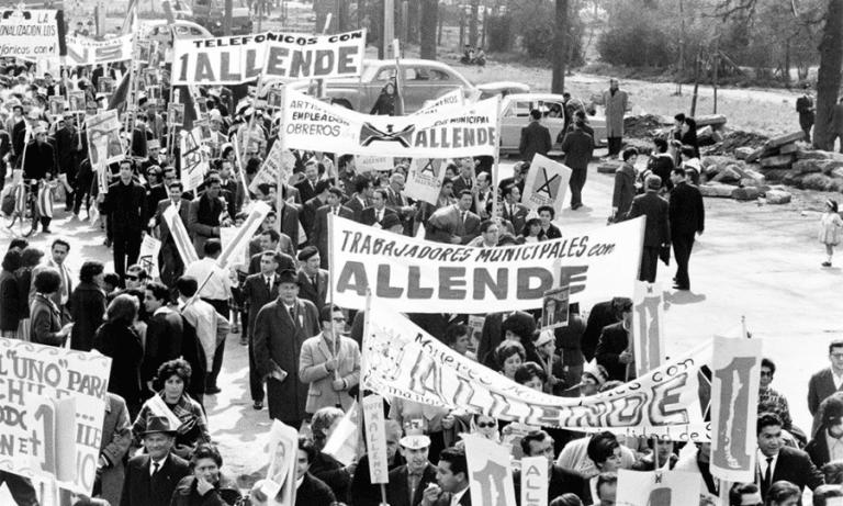 TVN niega haber tenido los derechos de La Batalla de Chile para exhibirla