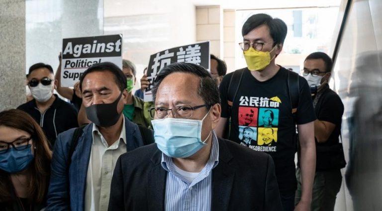 Tras renuncia de cientos de concejales de Hong Kong, otros juran lealtad a Pekín bajo puerta cerrada