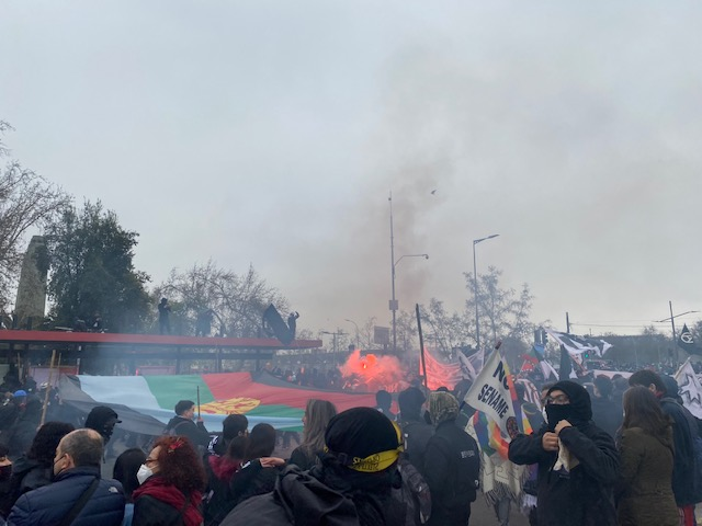 Seis detenidos, saqueos y enfrentamientos deja romería al Cementerio General por 11 de septiembre