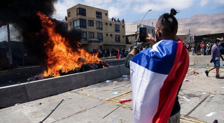 """Gobernador de Tarapacá acusa nuevamente al Gobierno por crisis migratoria: """"Eso es consecuencia de no estar haciendo nada en términos migratorios"""""""