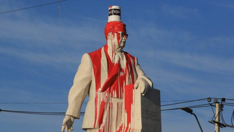 Vandalizaron monumento a Allende en San Joaquín