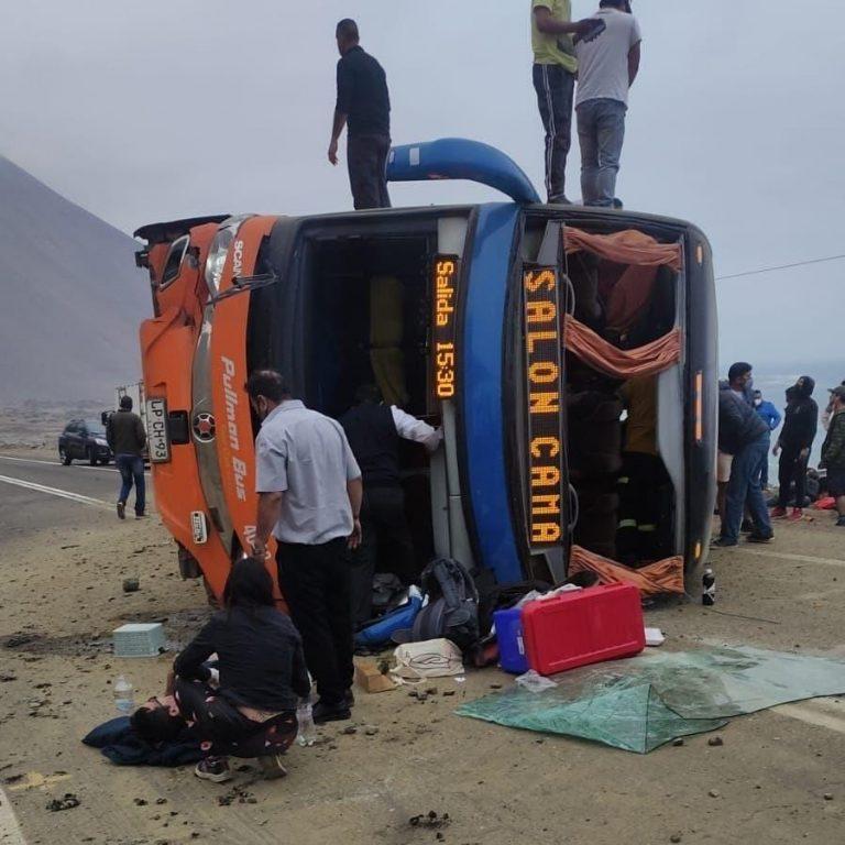 Volcamiento de bus en Iquique deja 40 heridos
