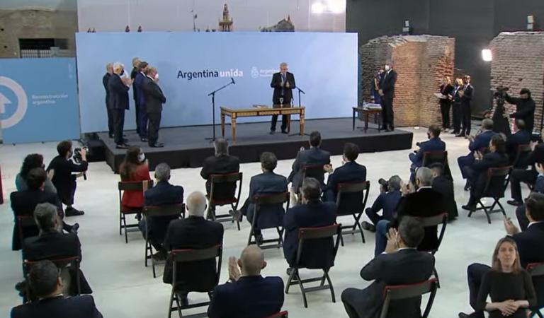 """Pdte. Fernández toma juramento a sus nuevos ministros y se refiere a la derrota en las PASO:  """"cuando la gente no nos vota nos enojamos con nosotros"""""""