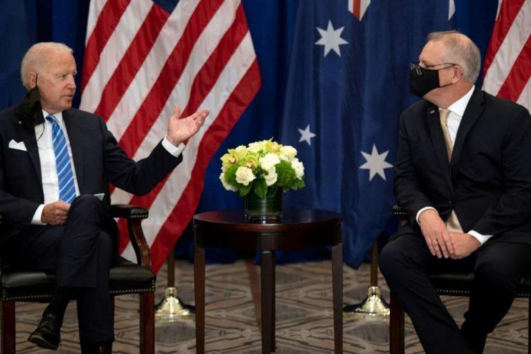 Biden se reunió con Premier australiano y defendió su alianza AUKUS, mientras la UE se cuadró con Francia