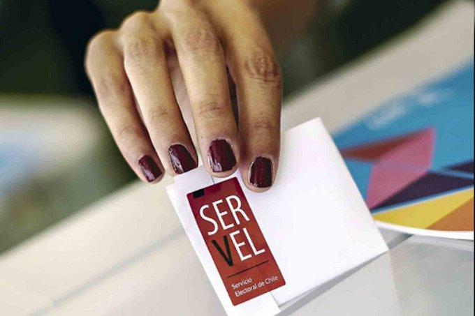 Falta de pulcritud y caída del sistema del Servel acusan parlamentarios tras rechazo a candidaturas