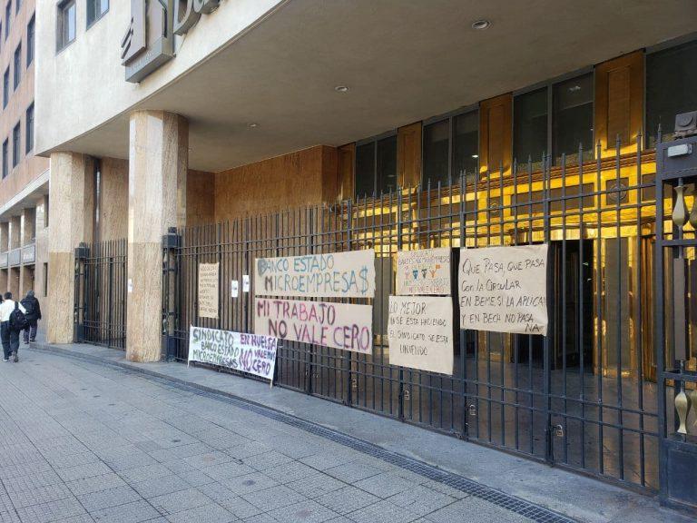 """Continúa huelga BancoEstado Microempresas y foco de conflicto es circular de Hacienda que establece """"reajustes cero"""" a negociaciones de Empresas del Estado"""