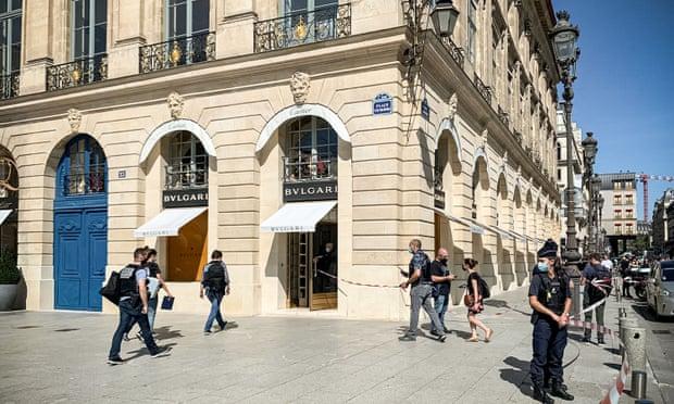Robo de lujo en París: Elegante banda roba joyas por más de 10 millones de euros de tienda Bulgari en la Place Vendôme