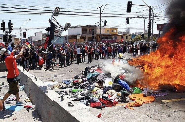 """Protestas en Iquique hacen reaccionar a Venezuela: Maduro ordena activar """"Plan vuelta a la Patria"""""""
