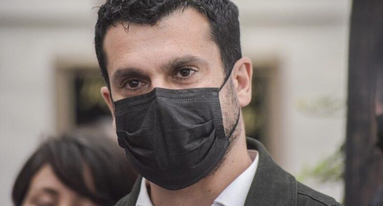 Bassa llega hasta el Cuartel Borgoño de la PDI para declarar por caso Rojas Vade