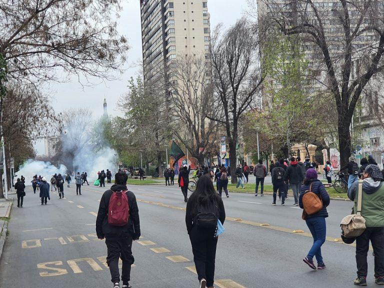 Se realizan manifestaciones en rechazo a la Parada Militar 2021