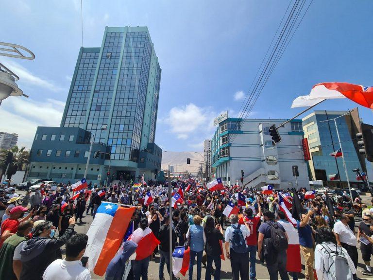 Iquiqueños marchan por la ciudad en protesta contra la inmigración irregular