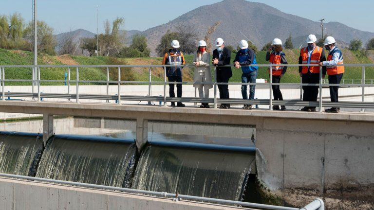 Ministros de Obras Públicas y Medio Ambiente visitan Biofactoría La Farfana para impulsar nuevas alternativas de reúso de agua