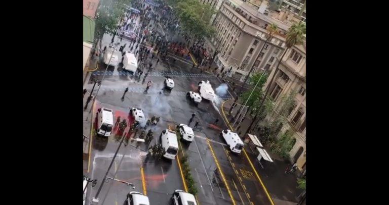 Madre de estudiante de derecho muerta en manifestación responsabiliza a Carabineros que no habría dejado pasar a la ambulancia