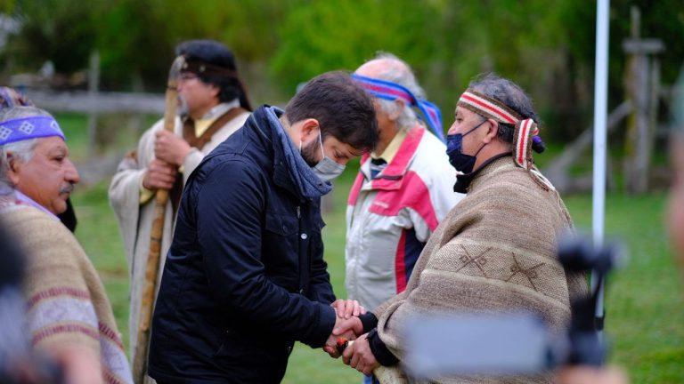 """Boric ante representantes del pueblo nación mapuche: """"Nosotros reconocemos su derecho a existencia, cosmovisión propia, territorio y autonomía"""""""
