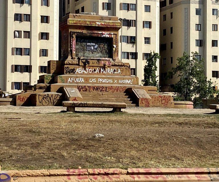"""Consejo de Monumentos rinde totalmente la Plaza: Retirará los escombros del monumento al General Baquedano y el Ejército se lleva al """"soldado desconocido"""""""