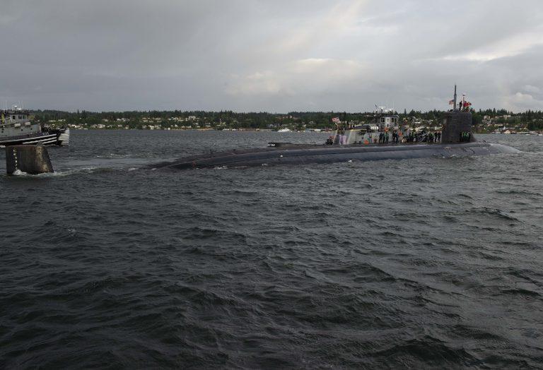 """Mar de China Meridional: Submarino nuclear de EEUU tiene incidente con """"objeto""""sumergido y resultan 11 marinos heridos"""
