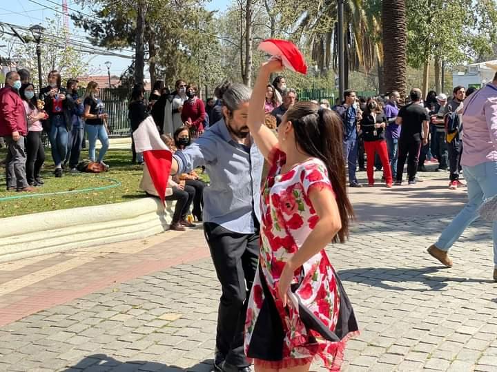 """Alcalde de La Cisterna invocó """"seguridad sanitaria"""" para permitir asistencia de funcionarios municipales a celebración de Fiestas Patrias"""