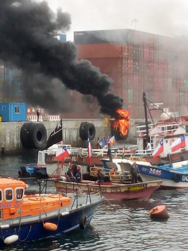 Armada presentará querella criminal por graves incidentes protagonizados por pescadores ayer en el puerto de Valparaíso