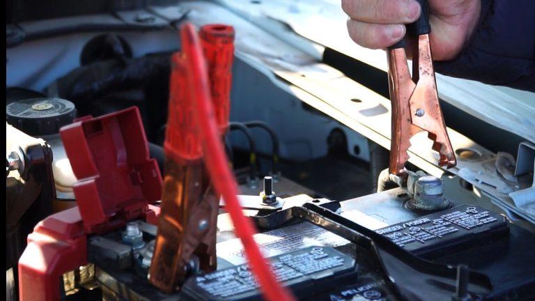 Expertos enseñan los errores más comunes al momento de revivir la batería del auto