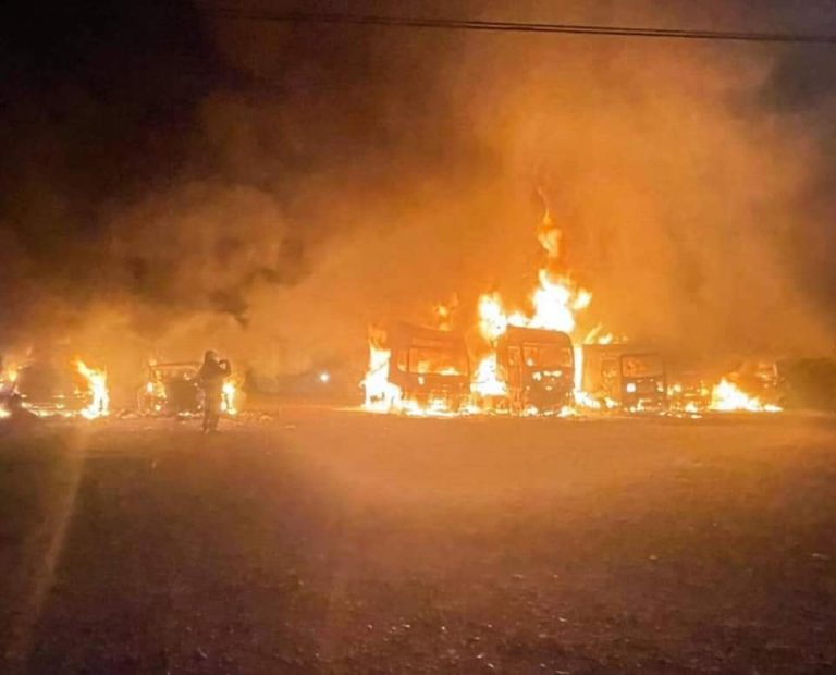 Resistencia Mapuche de Malleco se adjudica quema de 7 camiones en sector Las Cardas en Victoria