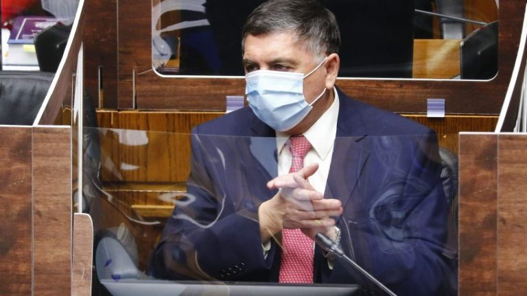 Continúa desmoronándose la campaña de Sichel: Histórico UDI, Claudio Alvarado, se inclina a favor de Kast