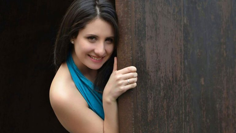 María Carla Pino, la talentosa soprano que representará a Chile en la final de París Opera Competition 2022