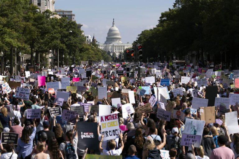 """EEUU: Miles de mujeres marchan en en defensa del aborto y corean """"¡solo la revolución puede liberar a las mujeres! """""""