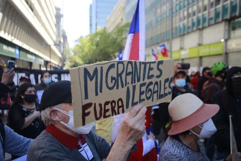Nuevamente marcha en Iquique contra la migración, mientras en Santiago termina con violentos enfrentamientos