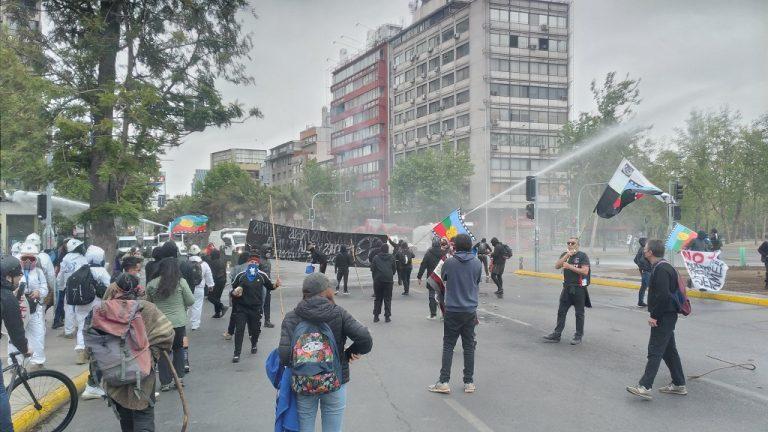 Manifestación en Plaza Italia provoca el cierre del Metro, cortes de calles y enfrentamientos