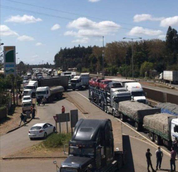 Con escasos resultados y sin terminar con la movilización en la Macrozona Sur, culminó reunión de ministro Delgado con camioneros
