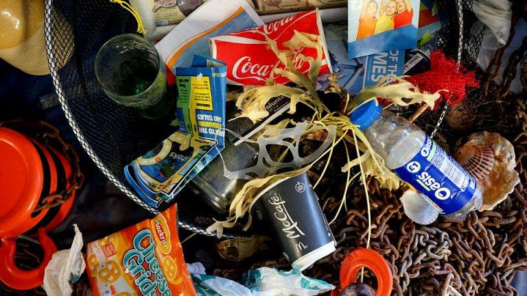 ONU advierte: El plástico, que ya ha atragantado nuestros océanos, terminará por asfixiarnos a todos si no actuamos rápidamente