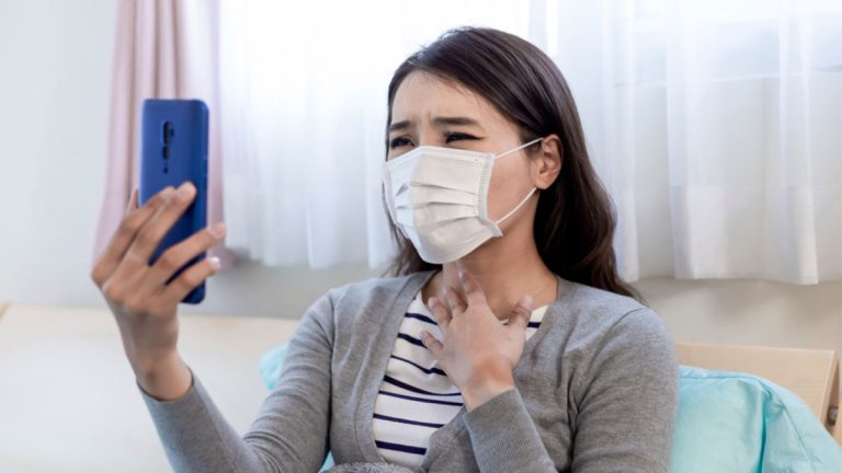 Ponga en práctica estos consejos para cuidar la voz cuando use mascarilla