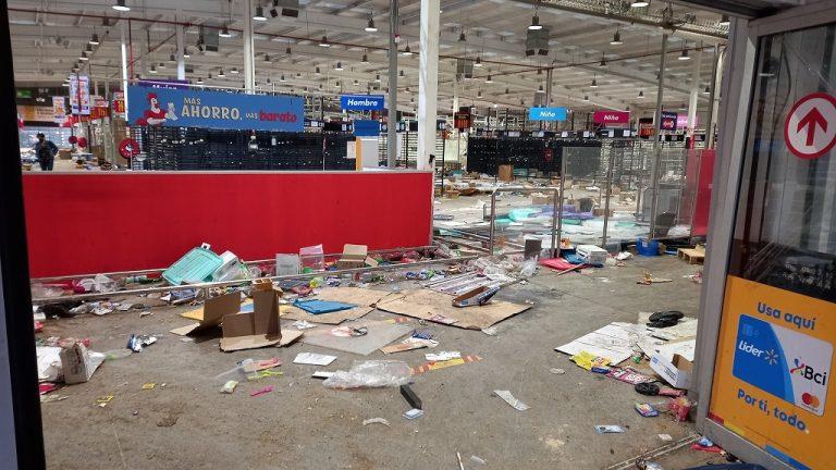 Nueva noche de descontrol: Saqueo a locales comerciales en Puente Alto y San Bernardo