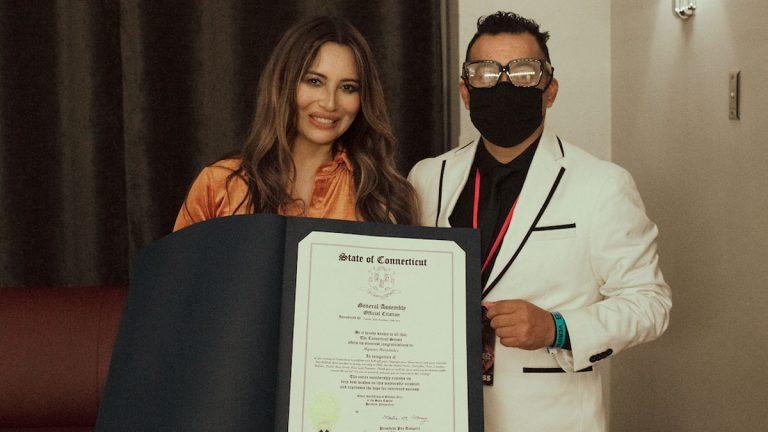 Myriam Hernández fue reconocida por el Senado de la ciudad de Connecticut por su labor cultural y en pro de los Derechos Humanos