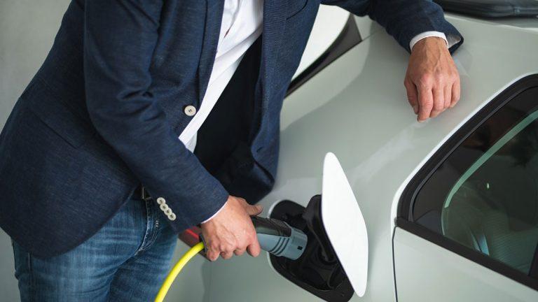 Búsqueda de autos híbridos y eléctricos ha aumentado 38,5% este 2021